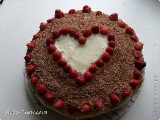 """Бисквитный торт """"Клубничное сердце"""" фото 1"""