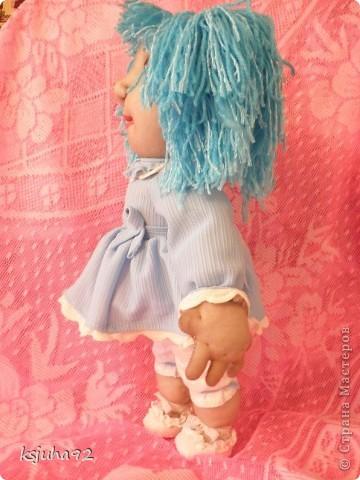 """Така дівчинка """"народилася"""" у мене декілька днів назад. Звати її Василинка. Це ім""""я асоціюється у мене з волошкою(василек) і тому образ дівчинки вийшов у голубих тонах.  фото 3"""
