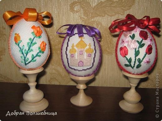 Такие пасхальные яйца мы с ученицами делаем более 10 лет. Яйцо можно выполнить за 3 урока. Идею я брала из журнала (см. комменты).  Всю технологию додумывали сами. фото 1