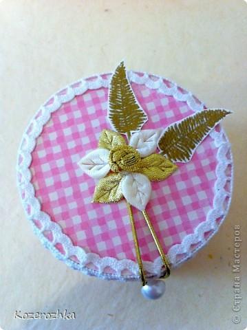 Вот такая шкатулочка получилась у меня после просмотра работ у Катерины из Литвы http://stranamasterov.ru/node/175692. Катерина, спасибо. Из бабины от скотча и картона от коробки.  фото 2