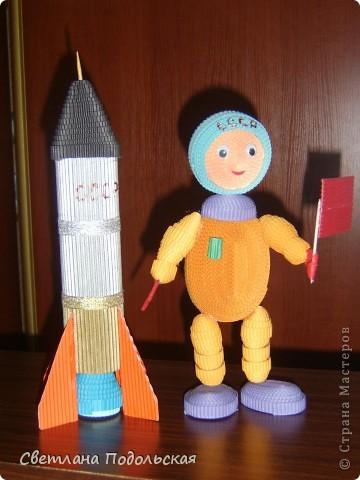Космонавт и ракета фото 1