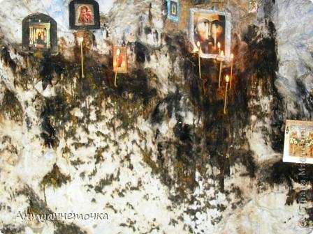 В 500-600 м от храма Симона Кананита, вверх по течению реки Псырцхи, находится небольшой грот, в котором в течение почти двух лет (53-55 г.г.) жил Симон Кананит, проповедовавший христианство местным языческим племенам. Дорога к гроту проходит по очень живописному ущелью, мимо места предполагаемой гибели апостола. фото 12