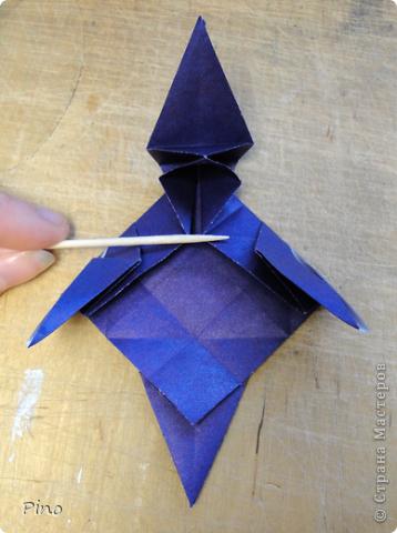 """Кусудама Триединство, а здесь есть схема - http://fikusudama.narod.ru/triedin.html  Ручки чесались на нее уже давно, но один вид схем расхолаживал. Запутывалась я на модуле А, и ни в какую. Со схемами у меня такое довольно часто, тогда приходится звонить брату (он оригами не занимается, но в детстве увлекался бумажным моделированием, а сейчас работает конструктором - не уверена, что именно это помогает ему находить нужные ответы ^_^"""", но факт остается фактом, обычно он помогает понять схему ^_^) с этим модулем мы мучились два вечера... Она состоит из 3 типов модулей. Все они делаются из квадратов одного размера. фото 36"""