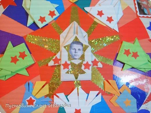 50 лет назад в нашей великой стране произошло великое событие – наш соотечественник Юрий Гагарин облетел на космическом корабле-спутнике нашу прекрасную планету ! Этому событию мы посвятили эти две свои работы. Общий вид первой композиции.  фото 3