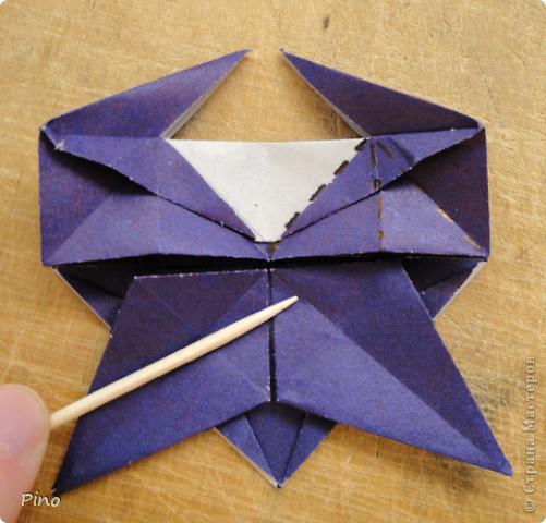 """Кусудама Триединство, а здесь есть схема - http://fikusudama.narod.ru/triedin.html  Ручки чесались на нее уже давно, но один вид схем расхолаживал. Запутывалась я на модуле А, и ни в какую. Со схемами у меня такое довольно часто, тогда приходится звонить брату (он оригами не занимается, но в детстве увлекался бумажным моделированием, а сейчас работает конструктором - не уверена, что именно это помогает ему находить нужные ответы ^_^"""", но факт остается фактом, обычно он помогает понять схему ^_^) с этим модулем мы мучились два вечера... Она состоит из 3 типов модулей. Все они делаются из квадратов одного размера. фото 42"""