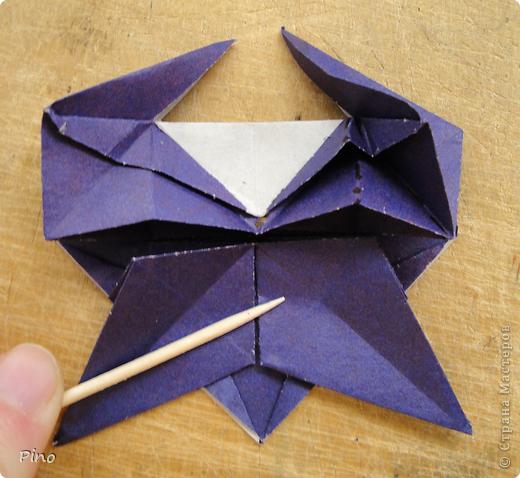 """Кусудама Триединство, а здесь есть схема - http://fikusudama.narod.ru/triedin.html  Ручки чесались на нее уже давно, но один вид схем расхолаживал. Запутывалась я на модуле А, и ни в какую. Со схемами у меня такое довольно часто, тогда приходится звонить брату (он оригами не занимается, но в детстве увлекался бумажным моделированием, а сейчас работает конструктором - не уверена, что именно это помогает ему находить нужные ответы ^_^"""", но факт остается фактом, обычно он помогает понять схему ^_^) с этим модулем мы мучились два вечера... Она состоит из 3 типов модулей. Все они делаются из квадратов одного размера. фото 43"""