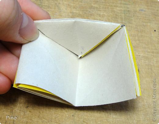 """Кусудама Триединство, а здесь есть схема - http://fikusudama.narod.ru/triedin.html  Ручки чесались на нее уже давно, но один вид схем расхолаживал. Запутывалась я на модуле А, и ни в какую. Со схемами у меня такое довольно часто, тогда приходится звонить брату (он оригами не занимается, но в детстве увлекался бумажным моделированием, а сейчас работает конструктором - не уверена, что именно это помогает ему находить нужные ответы ^_^"""", но факт остается фактом, обычно он помогает понять схему ^_^) с этим модулем мы мучились два вечера... Она состоит из 3 типов модулей. Все они делаются из квадратов одного размера. фото 19"""