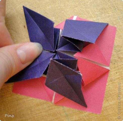 """Кусудама Триединство, а здесь есть схема - http://fikusudama.narod.ru/triedin.html  Ручки чесались на нее уже давно, но один вид схем расхолаживал. Запутывалась я на модуле А, и ни в какую. Со схемами у меня такое довольно часто, тогда приходится звонить брату (он оригами не занимается, но в детстве увлекался бумажным моделированием, а сейчас работает конструктором - не уверена, что именно это помогает ему находить нужные ответы ^_^"""", но факт остается фактом, обычно он помогает понять схему ^_^) с этим модулем мы мучились два вечера... Она состоит из 3 типов модулей. Все они делаются из квадратов одного размера. фото 46"""