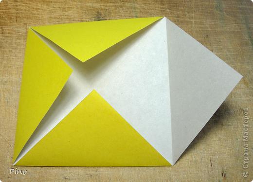 """Кусудама Триединство, а здесь есть схема - http://fikusudama.narod.ru/triedin.html  Ручки чесались на нее уже давно, но один вид схем расхолаживал. Запутывалась я на модуле А, и ни в какую. Со схемами у меня такое довольно часто, тогда приходится звонить брату (он оригами не занимается, но в детстве увлекался бумажным моделированием, а сейчас работает конструктором - не уверена, что именно это помогает ему находить нужные ответы ^_^"""", но факт остается фактом, обычно он помогает понять схему ^_^) с этим модулем мы мучились два вечера... Она состоит из 3 типов модулей. Все они делаются из квадратов одного размера. фото 3"""