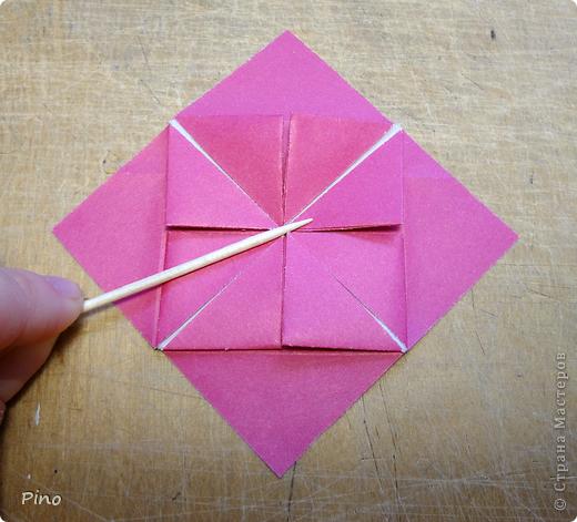 """Кусудама Триединство, а здесь есть схема - http://fikusudama.narod.ru/triedin.html  Ручки чесались на нее уже давно, но один вид схем расхолаживал. Запутывалась я на модуле А, и ни в какую. Со схемами у меня такое довольно часто, тогда приходится звонить брату (он оригами не занимается, но в детстве увлекался бумажным моделированием, а сейчас работает конструктором - не уверена, что именно это помогает ему находить нужные ответы ^_^"""", но факт остается фактом, обычно он помогает понять схему ^_^) с этим модулем мы мучились два вечера... Она состоит из 3 типов модулей. Все они делаются из квадратов одного размера. фото 26"""