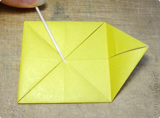 """Кусудама Триединство, а здесь есть схема - http://fikusudama.narod.ru/triedin.html  Ручки чесались на нее уже давно, но один вид схем расхолаживал. Запутывалась я на модуле А, и ни в какую. Со схемами у меня такое довольно часто, тогда приходится звонить брату (он оригами не занимается, но в детстве увлекался бумажным моделированием, а сейчас работает конструктором - не уверена, что именно это помогает ему находить нужные ответы ^_^"""", но факт остается фактом, обычно он помогает понять схему ^_^) с этим модулем мы мучились два вечера... Она состоит из 3 типов модулей. Все они делаются из квадратов одного размера. фото 4"""
