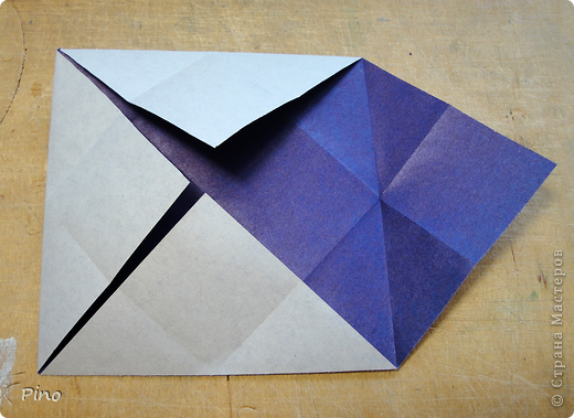 """Кусудама Триединство, а здесь есть схема - http://fikusudama.narod.ru/triedin.html  Ручки чесались на нее уже давно, но один вид схем расхолаживал. Запутывалась я на модуле А, и ни в какую. Со схемами у меня такое довольно часто, тогда приходится звонить брату (он оригами не занимается, но в детстве увлекался бумажным моделированием, а сейчас работает конструктором - не уверена, что именно это помогает ему находить нужные ответы ^_^"""", но факт остается фактом, обычно он помогает понять схему ^_^) с этим модулем мы мучились два вечера... Она состоит из 3 типов модулей. Все они делаются из квадратов одного размера. фото 29"""