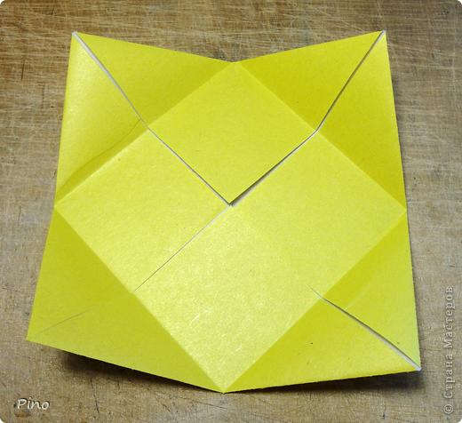"""Кусудама Триединство, а здесь есть схема - http://fikusudama.narod.ru/triedin.html  Ручки чесались на нее уже давно, но один вид схем расхолаживал. Запутывалась я на модуле А, и ни в какую. Со схемами у меня такое довольно часто, тогда приходится звонить брату (он оригами не занимается, но в детстве увлекался бумажным моделированием, а сейчас работает конструктором - не уверена, что именно это помогает ему находить нужные ответы ^_^"""", но факт остается фактом, обычно он помогает понять схему ^_^) с этим модулем мы мучились два вечера... Она состоит из 3 типов модулей. Все они делаются из квадратов одного размера. фото 5"""