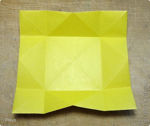 """Кусудама Триединство, а здесь есть схема - http://fikusudama.narod.ru/triedin.html  Ручки чесались на нее уже давно, но один вид схем расхолаживал. Запутывалась я на модуле А, и ни в какую. Со схемами у меня такое довольно часто, тогда приходится звонить брату (он оригами не занимается, но в детстве увлекался бумажным моделированием, а сейчас работает конструктором - не уверена, что именно это помогает ему находить нужные ответы ^_^"""", но факт остается фактом, обычно он помогает понять схему ^_^) с этим модулем мы мучились два вечера... Она состоит из 3 типов модулей. Все они делаются из квадратов одного размера. фото 7"""