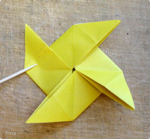 """Кусудама Триединство, а здесь есть схема - http://fikusudama.narod.ru/triedin.html  Ручки чесались на нее уже давно, но один вид схем расхолаживал. Запутывалась я на модуле А, и ни в какую. Со схемами у меня такое довольно часто, тогда приходится звонить брату (он оригами не занимается, но в детстве увлекался бумажным моделированием, а сейчас работает конструктором - не уверена, что именно это помогает ему находить нужные ответы ^_^"""", но факт остается фактом, обычно он помогает понять схему ^_^) с этим модулем мы мучились два вечера... Она состоит из 3 типов модулей. Все они делаются из квадратов одного размера. фото 9"""