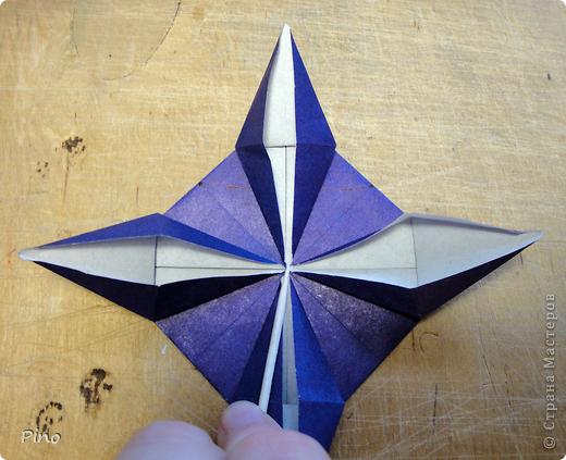 """Кусудама Триединство, а здесь есть схема - http://fikusudama.narod.ru/triedin.html  Ручки чесались на нее уже давно, но один вид схем расхолаживал. Запутывалась я на модуле А, и ни в какую. Со схемами у меня такое довольно часто, тогда приходится звонить брату (он оригами не занимается, но в детстве увлекался бумажным моделированием, а сейчас работает конструктором - не уверена, что именно это помогает ему находить нужные ответы ^_^"""", но факт остается фактом, обычно он помогает понять схему ^_^) с этим модулем мы мучились два вечера... Она состоит из 3 типов модулей. Все они делаются из квадратов одного размера. фото 34"""