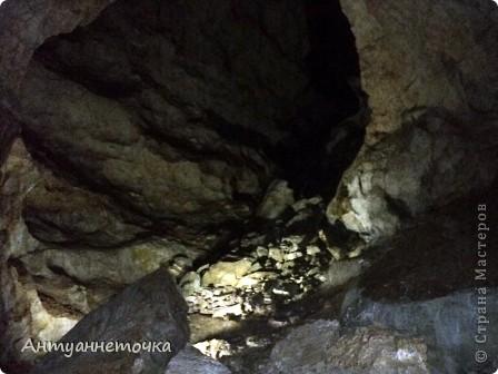 Вид на Иверскую гору. Именно в недрах этой горы находится одна из самых известных пещер мира - Новоафонская пещера. На вершине горы находится Иверская башня и развалины древнего города Анакопия (4-12вв).  фото 2