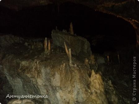 Вид на Иверскую гору. Именно в недрах этой горы находится одна из самых известных пещер мира - Новоафонская пещера. На вершине горы находится Иверская башня и развалины древнего города Анакопия (4-12вв).  фото 6