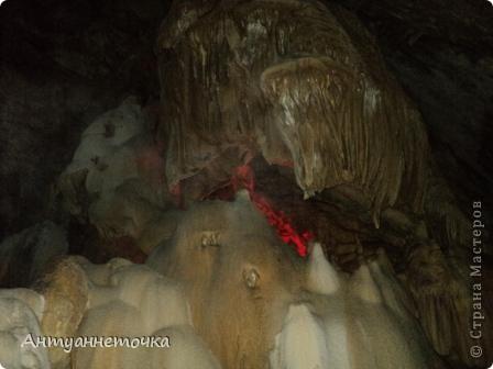 Вид на Иверскую гору. Именно в недрах этой горы находится одна из самых известных пещер мира - Новоафонская пещера. На вершине горы находится Иверская башня и развалины древнего города Анакопия (4-12вв).  фото 12