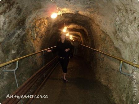 Вид на Иверскую гору. Именно в недрах этой горы находится одна из самых известных пещер мира - Новоафонская пещера. На вершине горы находится Иверская башня и развалины древнего города Анакопия (4-12вв).  фото 14