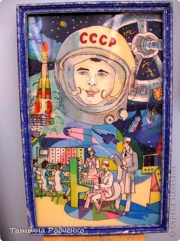 """Эта работу работу мы назвали """"Покорители космоса"""". Выполнена она в технике """"аппликация из пластилина + обратная (хотя мы называем эту технику """"пластилиновая живопись""""). Это фрагмент картины. фото 8"""