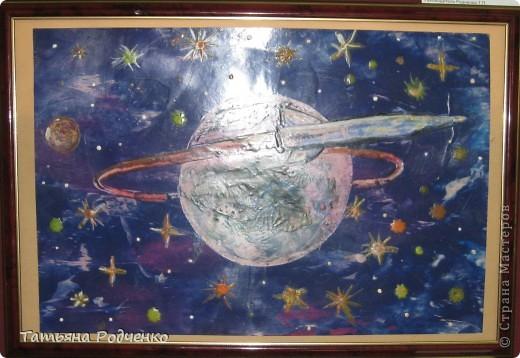 """Ура! Ура! Ура! На региональном конкурсе """"Хочу быть космонавтом!"""" мы заняли три первых и одно второе место!!! В этой части я покажу наши работы в технике """"энкаустика"""". Нам очень понравилось рисовать утюгом. Композицию мы назвали """"Космические сны"""".  фото 15"""