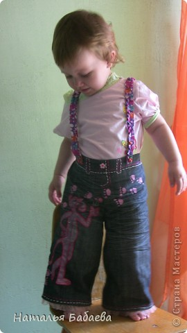 Это были мои джинсы, с помощью ниток контура для ткани, тесьмы, получились джинсы для дочке. фото 1
