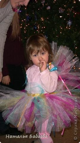 идея юбки, увидела где-то на просторах интернета, просто чуть по своему сделала 5 цветов сетки с лентами.  фото 4
