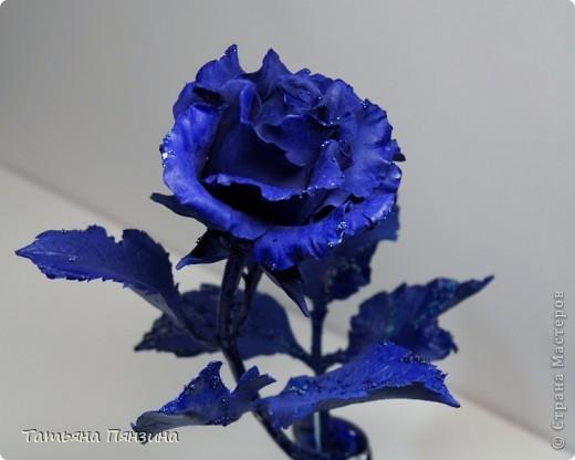 Эта работа сделана из глины DECO, подставка стекло и  стеклянные камушки. Давно роза стояла, ждала своего оформления и вот, что получилось.  фото 2