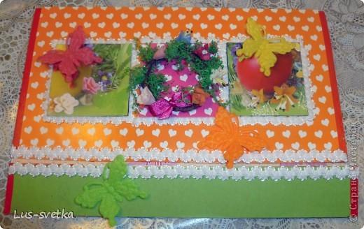 С прошлого года осталась коробка пасхального набора для декорирования яиц, заглянула в нее, а там бабочки и веночек. Коробочку порезала, веночек  расправила, цветочки из пластики, зеленые прутики очень хрупкие, почти все осыпалось, аккуратненько приклеила. Бабочки красавицы вестницы тепла пусть украшают открыточку. Пока делала открыточку, получила массу удовольствия! Спасибо, Лена,  за игру! фото 1