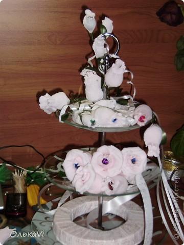 Фруктовницу украшала на заказ. Получилось 52 розы и 16 бутончиков. Результат, честно говоря, меня очень радует. фото 3