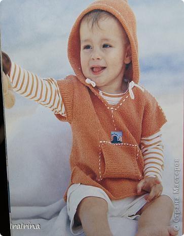 Пуловер вязала еще старшему сыну, когда ему было 3 года. Этим летом по наследству перейдет младшему. Пуловер очень понравился. Его можно одевать поверх футболки с длинным рукавом, а можно сам по себе. И очень кстати в этой модели капюшон - использовали во время ветреной погоды. фото 2