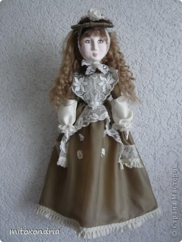 Знакомьтесь, это -Аврора. Аврора дама бальзаковского возраста, сшила я её лет 8-9 назад ( точно даже не помню!) Живет она у моих родителей. фото 1