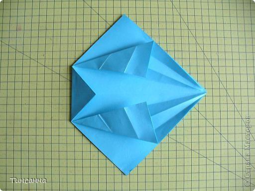 Схему вазочки нашла в книге Валентины Гончар.  Процесс складывания долгий, много вспомогательных сгибов.  Из квадрата со стороной 30см получится ваза высотой10см, из квадрата, сделанного из стандартного листа А4 – высота вазы 7,5см.  фото 11