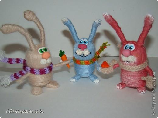 После праздников,которые иногда случаются,остаются пробки. Они бывают разных форм.Эта пробка захотела стать зайцем.Самая моя первая игрушка из пробки. фото 4