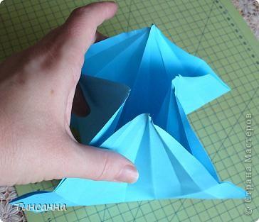 Схему вазочки нашла в книге Валентины Гончар.  Процесс складывания долгий, много вспомогательных сгибов.  Из квадрата со стороной 30см получится ваза высотой10см, из квадрата, сделанного из стандартного листа А4 – высота вазы 7,5см.  фото 14