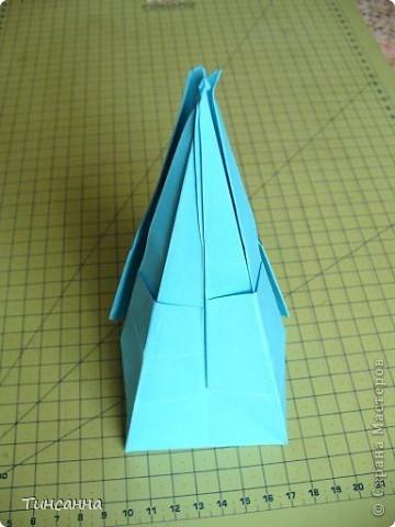 Схему вазочки нашла в книге Валентины Гончар.  Процесс складывания долгий, много вспомогательных сгибов.  Из квадрата со стороной 30см получится ваза высотой10см, из квадрата, сделанного из стандартного листа А4 – высота вазы 7,5см.  фото 25