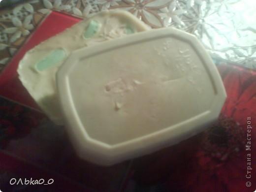 Мы с сестрой решили попробовать сварить мыло. Но мы дабавили много молока и совсем чуть-чуть эфирных и косметичских масел! Поэтому мыло пахнет смесью молока с мылом! Мыло цвета молока, но на фото они жёлтой(на одних) и розовое(на других). Но первый блин комом! Надеюсь, второй опыт будет удачлевее!=) фото 3