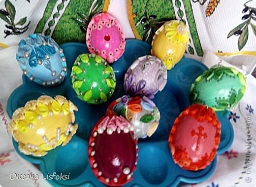 Это вся семейка. Скорлупа куриных яиц покрашена акриловыми красками. Клеила все на ПВА. Потом покрыла лаком. фото 1
