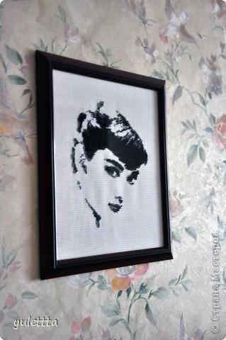 Мне всегда нравилась эта актриса, и вот решила вышить ее портрет. Она как идеал красоты, женственности, изящества... фото 2