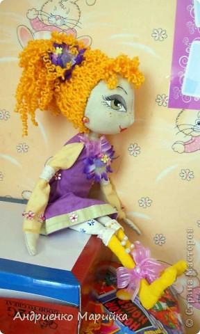 """Вот такая """" Викуля"""" родилась у меня практически за 2 дня..на одном дыхании, можно сказать. Кукла оказалась не капризной, а вот машинка швейная подвела..пришлось  и детали в ручную сшивать(((( фото 3"""