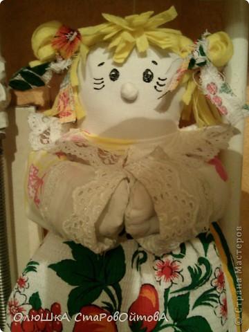 В перерывах между лепкой решила сделать нужную для дома вещь-куклу пакетницу. Пакеты и пакетики теперь нашли своё место. фото 2