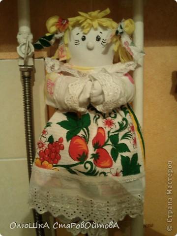 В перерывах между лепкой решила сделать нужную для дома вещь-куклу пакетницу. Пакеты и пакетики теперь нашли своё место. фото 4