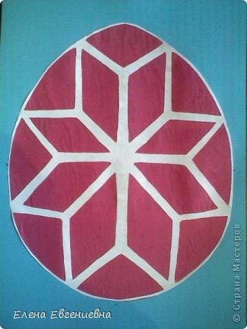 """К Пасхе решили сделать писанки в виде вытынанок. Для того, чтобы было интересней работать, попробовали разобраться со значением символики.  Узор """"рушничок"""" изобразила Алина Лысова. фото 2"""