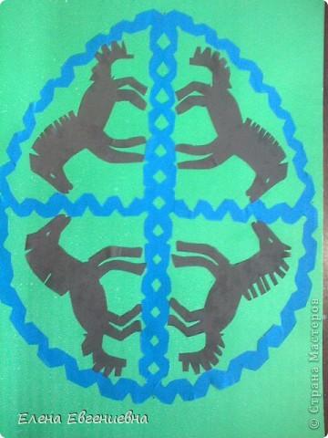 """К Пасхе решили сделать писанки в виде вытынанок. Для того, чтобы было интересней работать, попробовали разобраться со значением символики.  Узор """"рушничок"""" изобразила Алина Лысова. фото 4"""