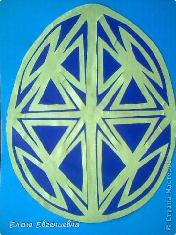 """К Пасхе решили сделать писанки в виде вытынанок. Для того, чтобы было интересней работать, попробовали разобраться со значением символики.  Узор """"рушничок"""" изобразила Алина Лысова. фото 5"""