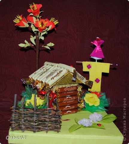 Вот такую композицию сделала в подарок свекрови на день рождения. В домике прячется баночка с чаем. Размеры композиции 31х26, высота 35 см. фото 1