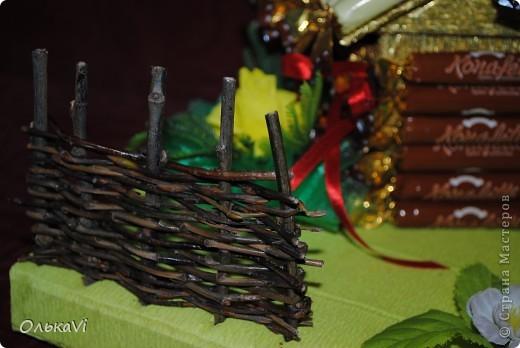 Вот такую композицию сделала в подарок свекрови на день рождения. В домике прячется баночка с чаем. Размеры композиции 31х26, высота 35 см. фото 13