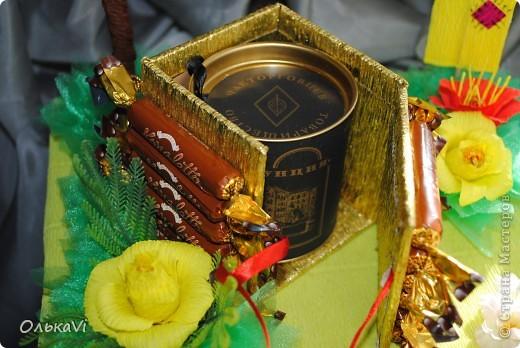 Вот такую композицию сделала в подарок свекрови на день рождения. В домике прячется баночка с чаем. Размеры композиции 31х26, высота 35 см. фото 4