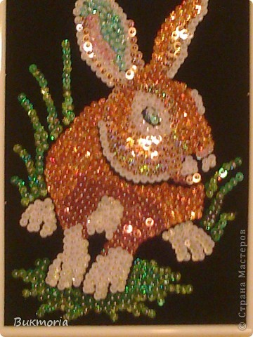 Этого зайца я взяла здесь: http://stranamasterov.ru/node/78992 . Этот заяц мне сразу очень понравился! И... я сразу же полетела в магазин за пайетками, бархатной бумагой, гвОздиками... фото 2